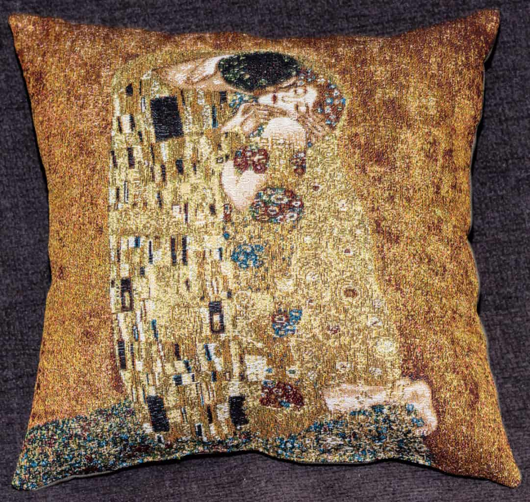 "Tapestry depicting ""The Kiss"" by Gustav Klimt"